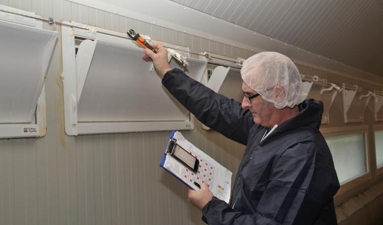 """Le diagnostic """"coup de chaleur"""" de Tell-Elevage permet de mettre en évidence les zones mal ou non ventilées dans les bâtiments. (photo Armelle Puybasset)"""