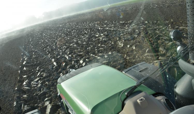 Après avoir rattrapé les retards engendrés par les intempéries d'hiver, des agriculteurs sont satisfaits de pouvoir sortir du tracteur, et surtout, de revoir des gens de l'extérieur.