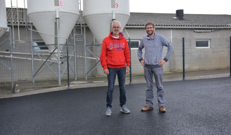 Bruno et François Hamon (à droite) sur le site rénové.