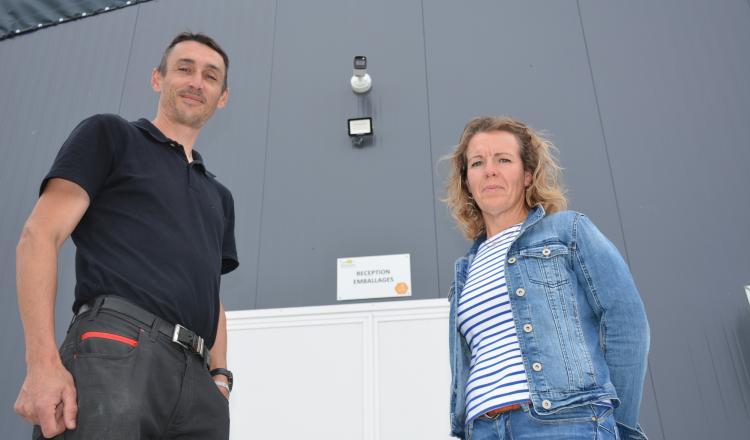 Élodie Guelvout et Jean-Philippe Le Roch (société Securtech Elec) qui a réalisé l'installation. Sécurtech Elec, intervient sur tout le Morbihan et également sur les zones limitrophes du département.