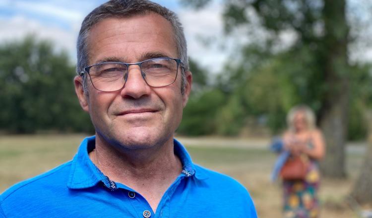 """Pascal Langevin, éleveur Charolais en Sarthe, président du syndicat régional: """"Je vais déposer mon dossier. Il faut bien vérifier que tous les aliments que vous achetez, du veau à l'animal en finition, sont tous référencés Charolais Label Rouge LA 11/89""""."""
