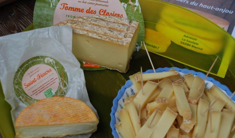 """Les éleveurs laitiers du Haut-Anjou avaient créé deux fromages, une tomme, mais aussi le Saint-Fiacre, """"un exercice difficile"""" pour les fromagers."""
