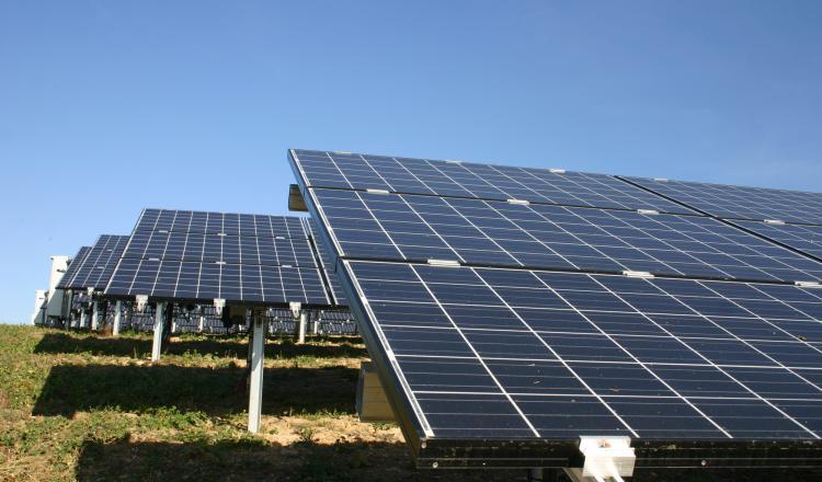 En pleine transition énergétique, le Gouvernement propose de réviser des tarifs de rachat relatifs à des contrats...