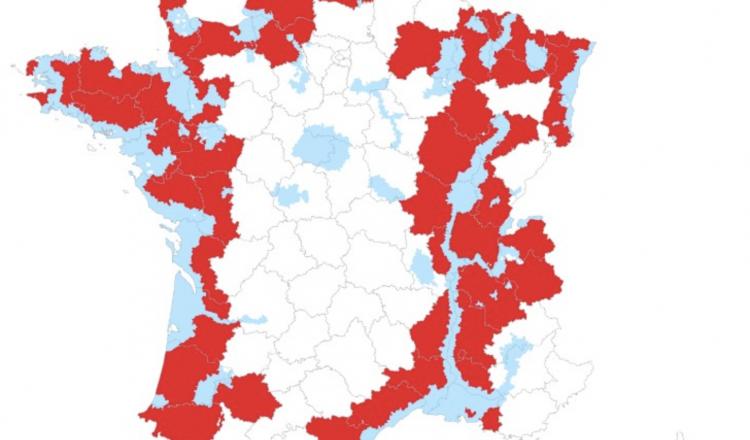 Carte des zones concernées par les mesures de prévention (ZRP en bleu, départements en rouge). (source: ministère de...