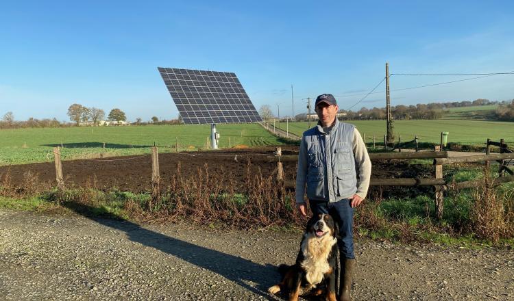 La production de l'électricité autoconsommée est assurée par un tracker OKWind de 117/m2.