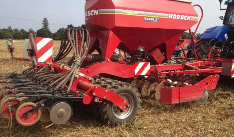 Les 150kg de pression au sol assurent la stabilité des éléments semeurs et permettent le semis direct.