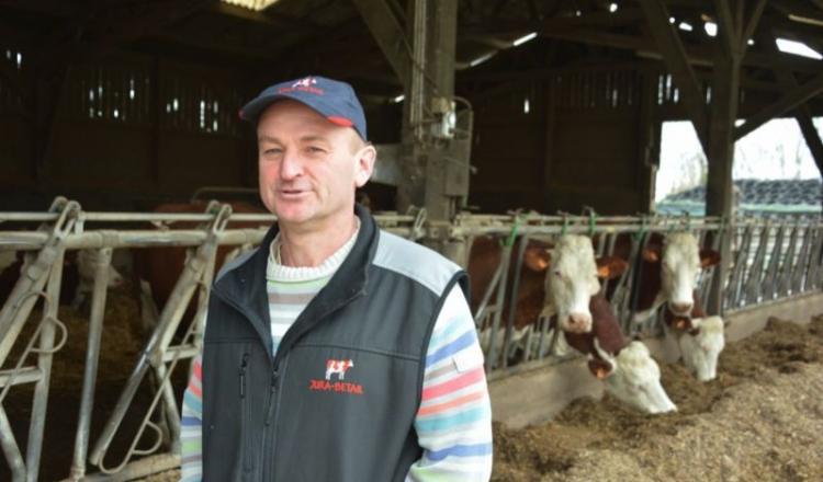 """""""Avant tout éleveur"""", Pascal Pottier cite les points forts de la Montbbéliarde: """"Robustesse, fertilité, qualité du lait, bonne valorisation des fourrages."""""""