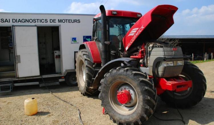 Les engins agricoles rejetent des gaz ou des particules. Ils sont issus de la combustion, mais aussi de l'abrasion des freins et des pneus. La technologie évolue. Le GNR, par exemple, possède une concentration en soufre cent fois moindre que le fuel.