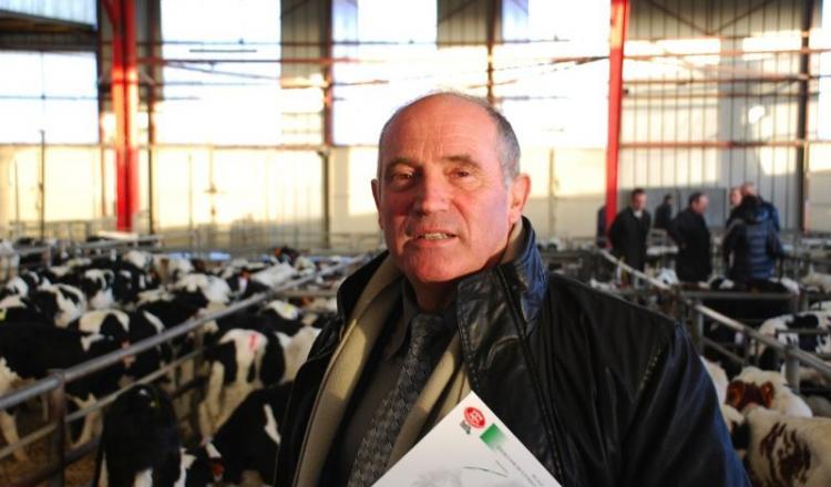 Les marchés aux bestiaux doivent innover pour rester attractifs, par exemple en proposant la garantie de paiement. Certains devront peut-être se réorganiser, comme en Mayenne, estime Gilles Rousseau, le président de la FMBV. (photo d'archives 2011).