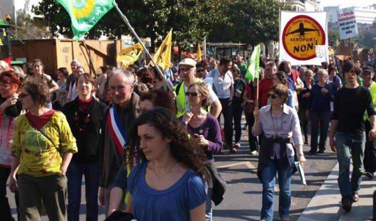 Tous les opposants à l'aéroport appellent à une grande manifestation le samedi 22 février 2014 à Nantes.