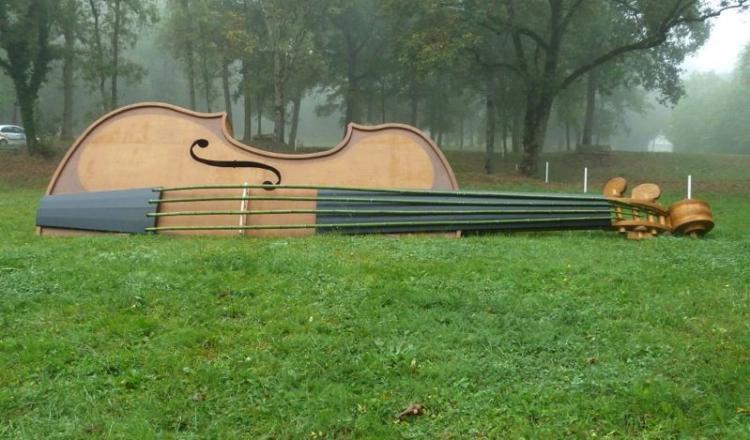 Le violon est l'un des deux obstacles du concours. (photo R. Adenot)