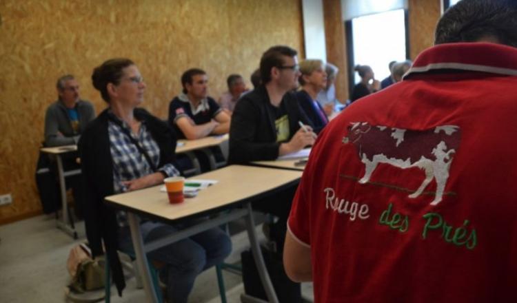 L'association a financé des tenues aux couleurs de la Rouge des prés l'an dernier.