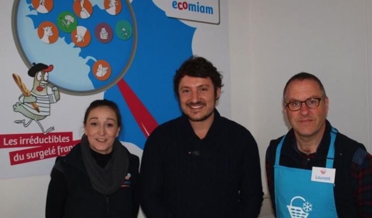 Antoine Sauvaget, le dirigeant de l'entreprise, entouré des deux salariés qui font tourner le magasin Ecomiam au quotidien.