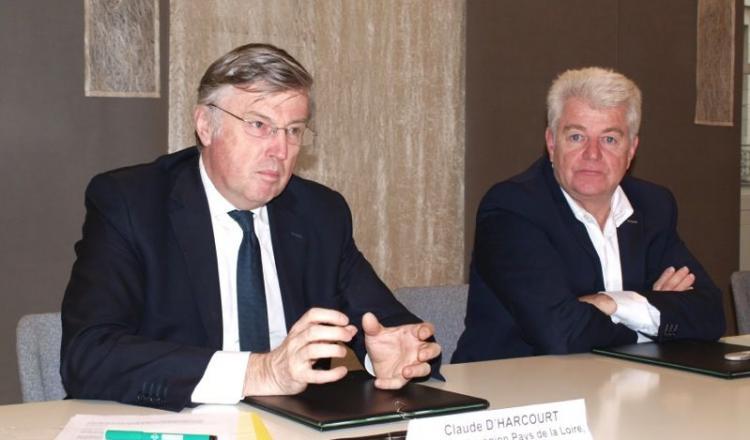 Philippe Grosvalet (à droite) a salué le travail réalisé par les services de l'Etat, représenté par le préfet (à gauche).