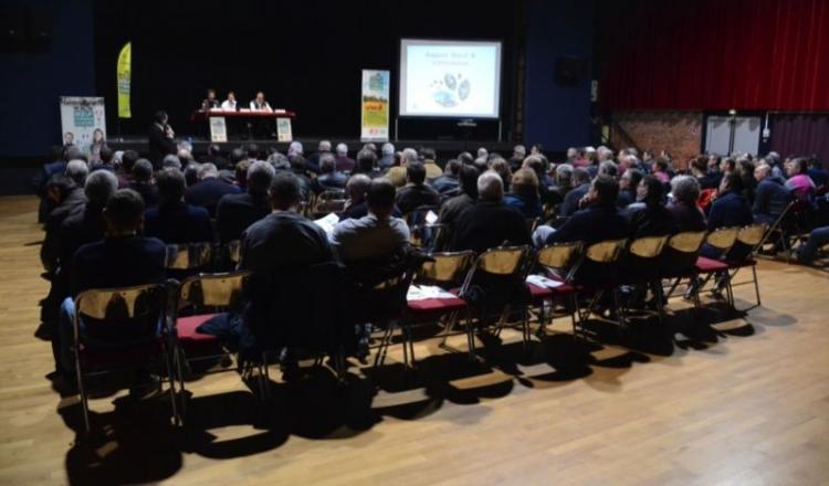 Les produits BFM s'écoulent bien. Il faut corriger le tir en Mayenne, ont expliqué le président Mickaël Croiseau (à droite en tribune) et les salariés.
