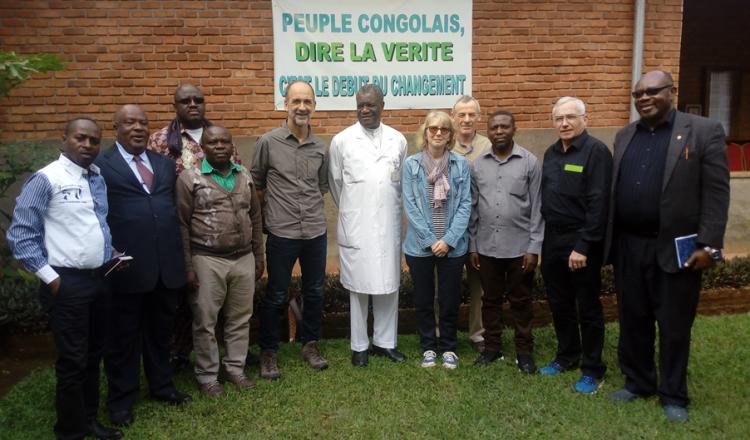 La délégation ligérienne de l'Afdi (Jean-Pierre Emeriau, Marietta Mérieau-Barteau, Jacques Guignard et Claude Bourdin) en mars 2019. Au centre, le Dr Mukwege, Prix Nobel de la Paix 2018. (photo Afdi)