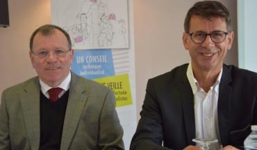 """A droite, Raphaël Rallu, directeur du GDS72: """"La BVD induit des pertes économiques importantes."""" (Ici en compagnie de Denis Deniel, l'ancien président du GDS parti à la retraite)."""