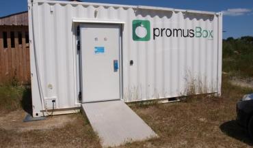 Réfrigérée et sécurisée, la Promus Box est accessible 24h/24 et 7j/7 pour permettre aux producteurs d'y déposer en toute sécurité leurs produits.
