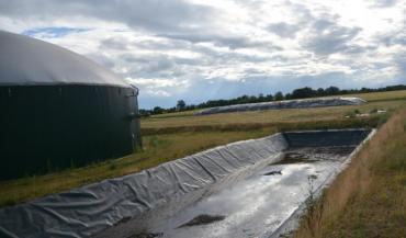 Vingt hectares de cultures ont été incorporés au méthaniseur de Montilliers, provoquant la colère de la Confédération paysanne. Il y a un an et demi, le syndicat dénonçait déjà l'incorporation de 400 tonnes de maïs ensilage.
