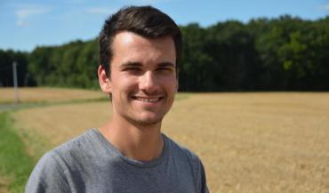 """Jérôme Hervé: """"Notre but est de semer les couverts végétaux directement derrière la moissonneuse pour profiter de la fraîcheur."""""""