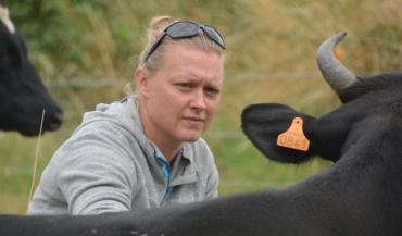 Elsa Daniel a quitté l'administration où elle s'ennuyait pour créer son projet d'élevage laitier avec transformation et vente à la ferme à Varades (Loire-Atlantique).