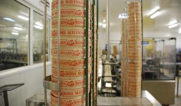 Section emballage à l'usine de Martigné-sur-Mayenne. La segmentation de la collecte ne devrait pas concerner l'emblématique marque de l'entreprise Vaubernier. (photo d'archives)