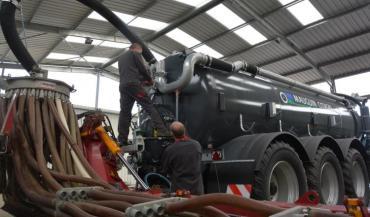 Phase d'essai pour l'équipement combiné d'un client sur une tonne neuve, équipée du système hybride, dans un hangar