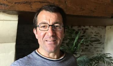Jean-Pierre Dolboisest éleveur de vaches allaitantes à Cantenay-Epinard, près d'Angers. Il a découvert un veau mort et mutilé dans un fossé de son exploitation.