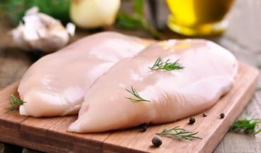 Neuf Français sur dix disent vouloir acheter du poulet français, mais la moitié des poulets consommés viennent de l'étra