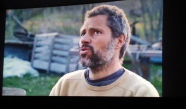 Le maraîcher Cyrille Fatoux, à l'image lors de la projection du film au cinéma Le Palace de Château-Gontier, jeudi 15 octobre, avant des échanges dans la salle sur les initiatives paysanne en Mayenne.
