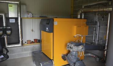 La chaudière à biomasse semble bien adaptée pour chauffer les poulaillers mais l'investissement est élevé et les aides ne...