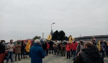 Une cinquantaine de militants et sympathisants de la Confédération paysanne de Maine-et-Loire se sont rassemblés à Chanzeaux (Chemillé-en-Anjou), samedi 16octobre.