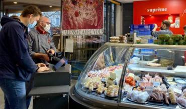 Au marché de Talensac, à Nantes, une vingtaine de producteurs et commerçants ont créé leur système de drive avec la start-up choletaise Olineo. (photo Olineo)