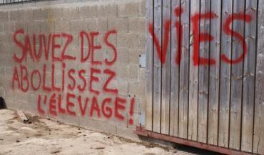 La Gendarmerie nationale prend très au sérieux les atteintes au monde agricole, qu'il s'agisse des tags sur les bâtiments,...