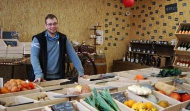 Dans le nouveau magasin d'Evron, le patron d'Au panier fermier, Aurélien Claudot ne s'arrête plus: les clients sont de plus en plus nombreux, 450 paniers garnis sont à préparer pour les fêtes, et d'autres projets en cours sont à mener.