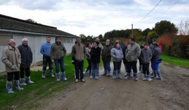 La porte ouverte organisée par Solidarité paysans chez Bernadette et Yves Véron à Beaufay était aussi une occasion de fêter la sortie des dettes de l'exploitation.