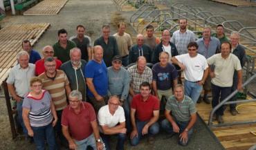 Les éleveurs sarthois du National Charolais sont à la manœuvre depuis plusieurs jours pour boucler les installations sous le grand chapiteau.