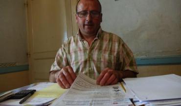 Régis Hardouin cultive encore 36 hectares de terre mais il recherche activement un emploi salarié.