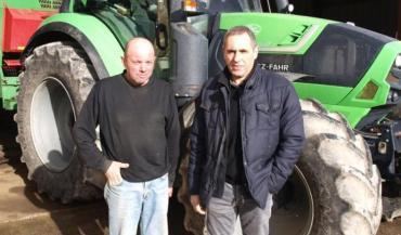 """Jean-Pierre Bousseau et Pierre-Luc Pavageau: """"Avec la fusion, le chiffre d'affaires de la Cuma Val de Sèvre va passer de 370000€ à 450000€."""""""