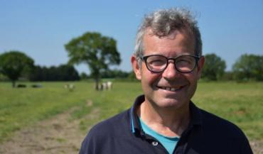 """Christophe Bretaudeau: """"Nous visons un maximum de pâturage pour être le plus autonome possible en protéines et limiter la récolte, le stockage et la distribution de fourrages."""""""