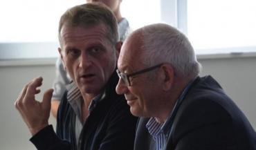 Au lycée agricole de Laval, le producteur Jean-Michel Yvard et l'industriel Patrice Guilloux ont présenté la situation laitière du moment, notamment des contrats.