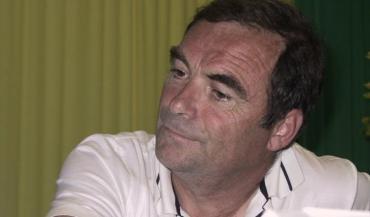 """Bernard Hinault, lors d'une conférence au Space, en 2006. L'ancien champion cycliste et retraité de la viande bovine lançait aux éleveurs présents: """"Sachons nous vendre""""."""