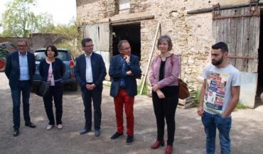Pour cette opération, Sullivan Grégoire (à droite) peut compter sur le soutien de nombreux partenaires: Département, agence foncière, communauté de communes et commune de Grandchamp-des-Fontaines.