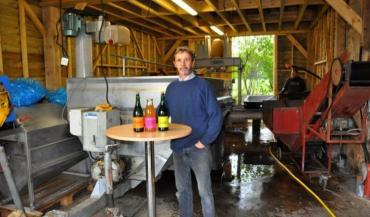 Marc Lhommeau présentera les travaux de récolte en pleine activité et il présentera deux cidres au goût di